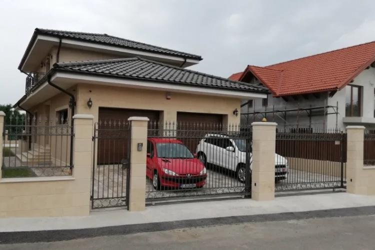 Pe o stradă din Cluj-Napoca, toate casele sunt fără autorizație? Urbanism a la Emil Boc - FOTO