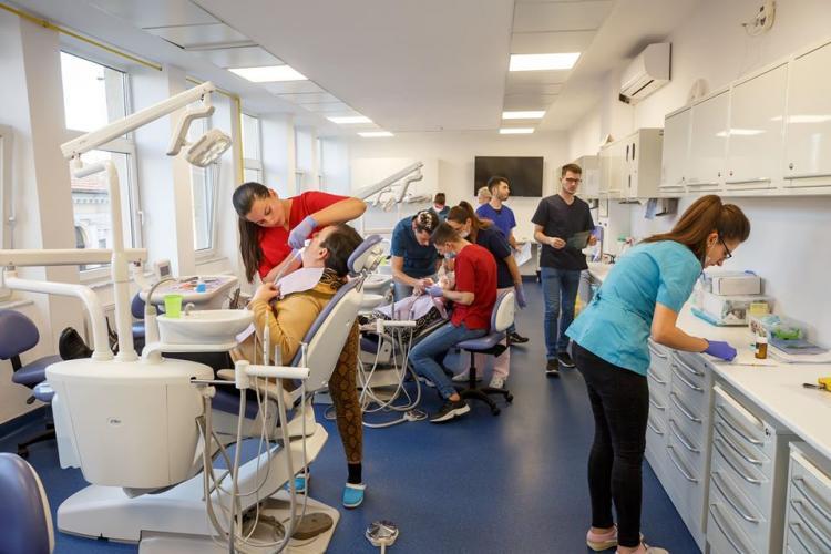 Clujenii cu venituri reduse beneficiază în continuare de servicii stomatologice gratuite