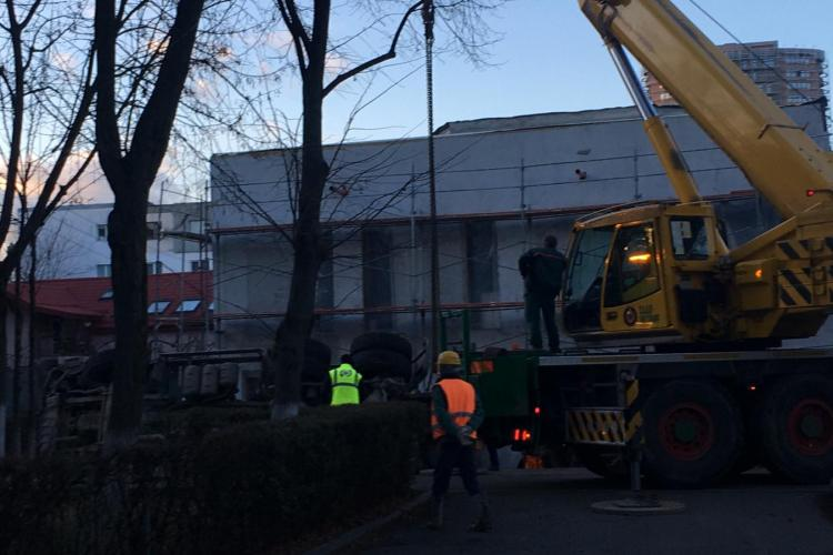 Betonieră răsturnata pe strada Grigore Alexandrescu - VIDEO