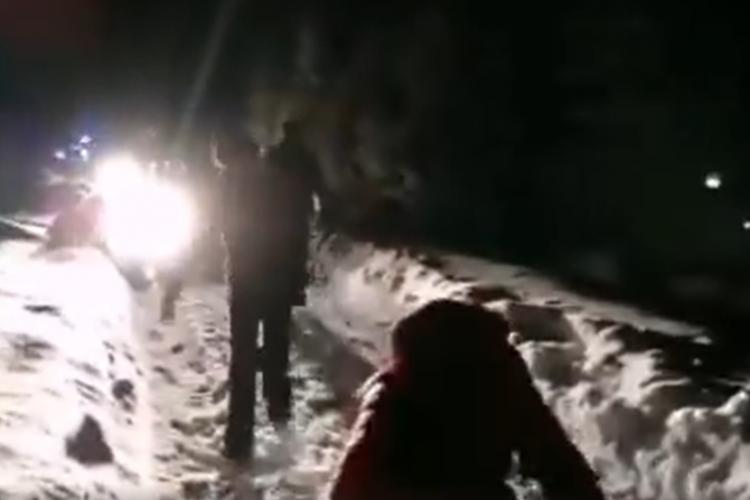 Turiști clujeni blocați în Munții Sebeșului. Au rămas înpotmoliți cu mașinile VIDEO