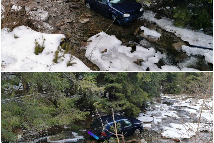 """CLUJ: Un șofer a """"zburat"""" cu mașina în albia unui râu. Șoferul a scăpat cu răni ușoare FOTO"""