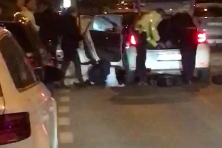 Accident grav pe Horea. Șofer beat sau drogat a fugit. Polițiștii au scos armele - VIDEO / Un pasager a murit