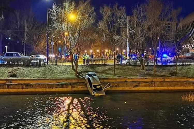Mașină căzută în Someș lângă Cluj Arena - FOTO