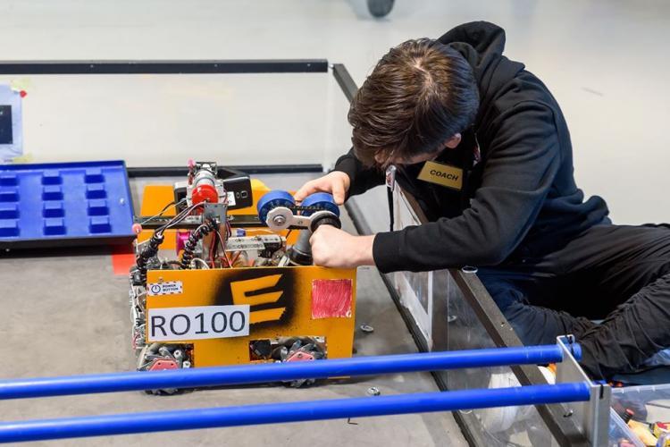 Competiție de robotică pentru elevi la Cluj. O echipă de elevi de la liceul Nicolae Bălcescu a luat locul 1  FOTO