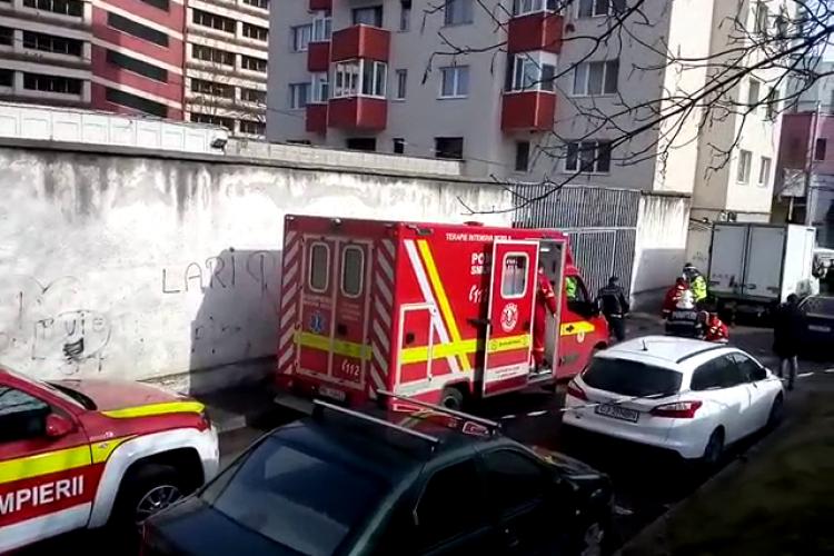 Femeie omorâtă în Mănăștur, de o autoutilitară care a dat cu spatele - VIDEO