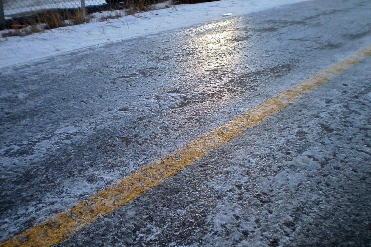 UPDATE/ATENȚIE, șoferi! Drumul Turda - Cluj-Napoca, blocat din cauza poleiului