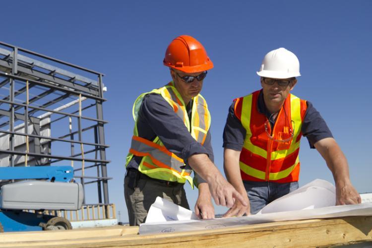 Muncitorii români din construcții nu vor mai fi primiți în Marea Britanie. Cunoașterea limbii engleze, condiție de bază