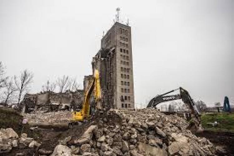 Primăria Cluj a dărâmat un bloc de 3 etaje din Mărăști. Ce riscă cei care construiesc ilegal