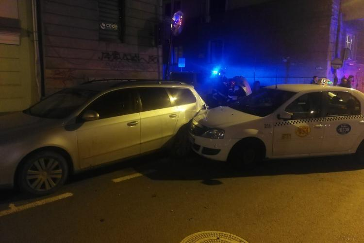 Accident cu trei mașini, în toiul nopții, la Cluj. Un tânăr a ajuns la spital FOTO