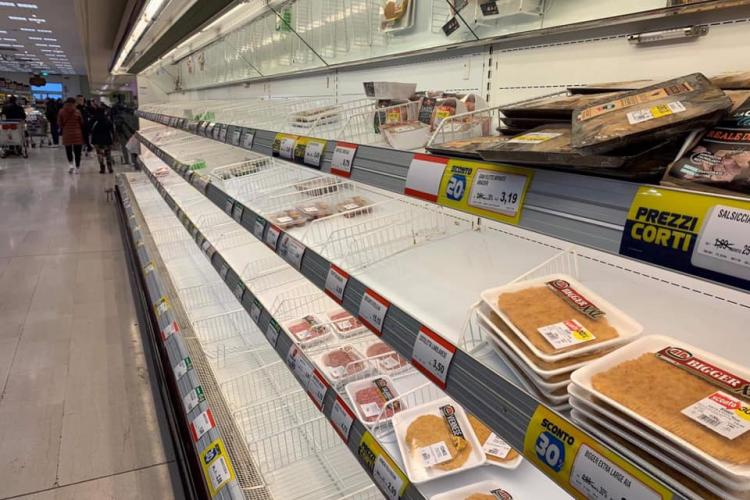 Clujeancă la Milano, relatează că e panică: Supermarketurile au rafturile goale. Eu urmează să vin acasă