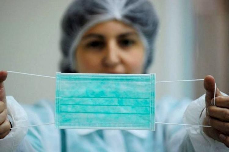 eMag a anunțat că subvenționează prețul măștilor medicale: Am cumpărat tot ce se putea găsi în țară