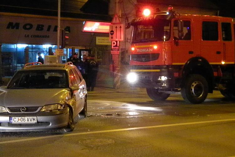 Pompierii vor semafor pe B-dul 21 Decembrie 1989 pentru a putea ieși rapid la intervenții