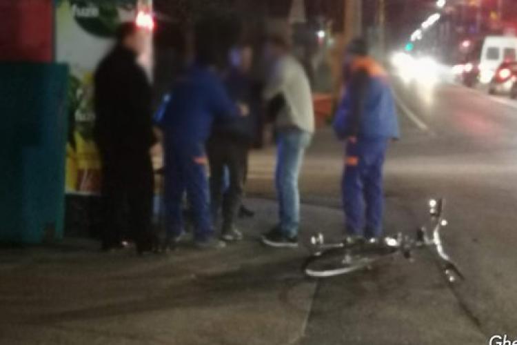 Biciclist băut de la prima oră a dimineții, lovit de mașină la Gherla FOTO