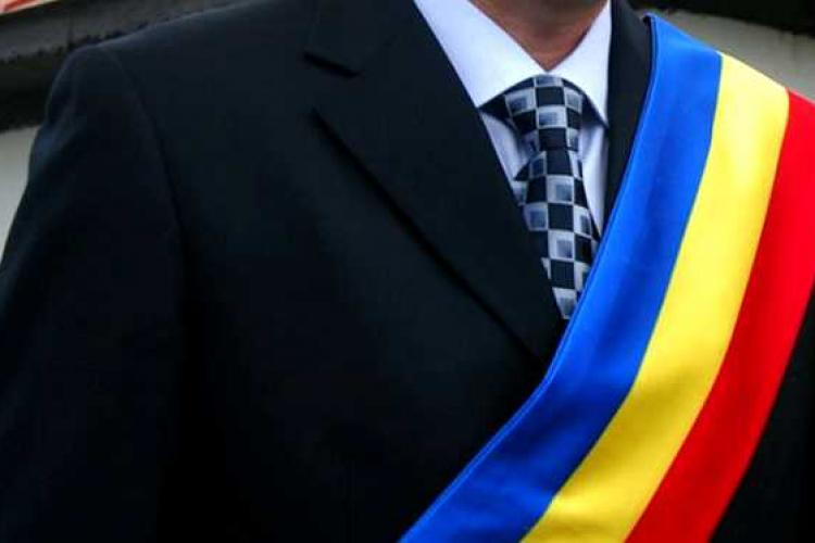 Un primar se laudă că a atras fonduri europene peste Cluj-Napoca și Oradea
