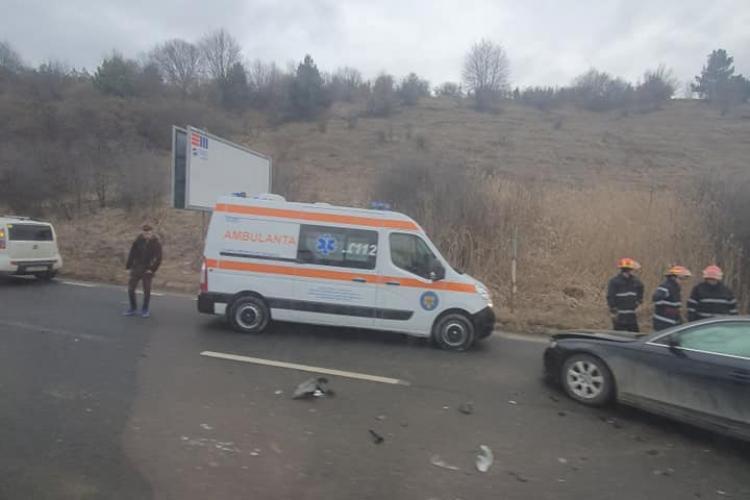 Accident pe Dealul Feleacului, la urcare dinspre Turda. O persoană a ajuns la spital - FOTO