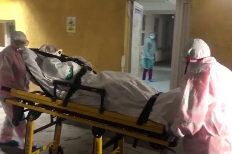 Pacientă suspectă adusă de la Turda la Infecțioase, în condiții de securitate septică - VIDEO