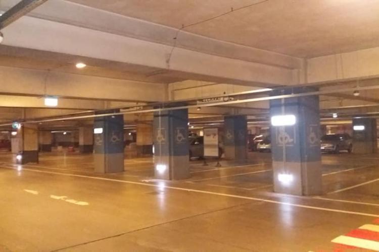 Cum arată parcarea de la Iulius Mall Cluj, luni dimineața, după introducerea taxelor de parcare - FOTO