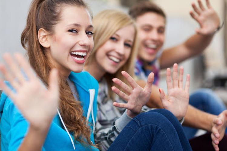 Jumătate din persoanele tinere vor să plece din România