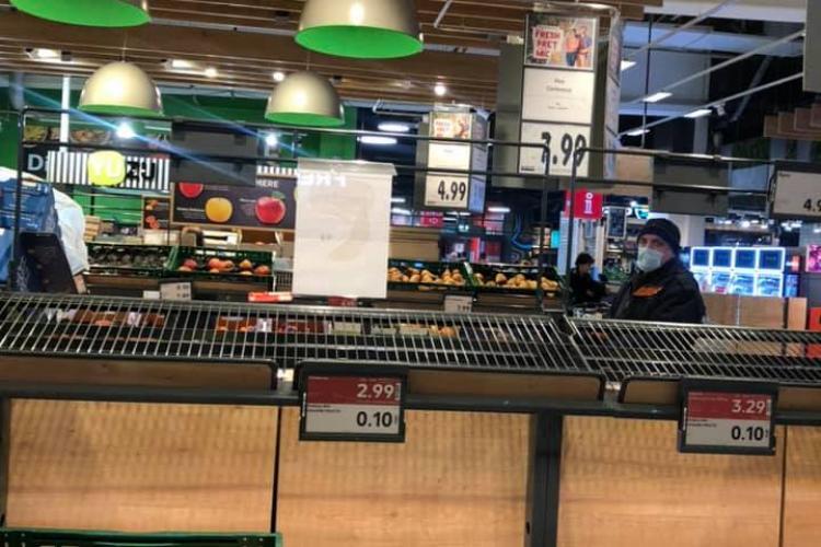 Românii golesc supermarketurile și nici măcar nu e alertă de coronavirus! Am înnebunit? - FOTO