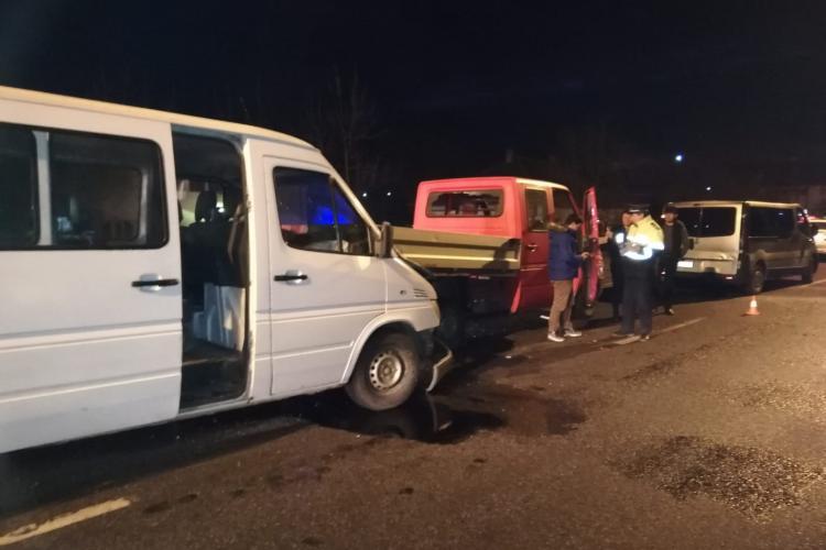Accident cu trei mașini la Dej. Doua persoane au ajuns la spital FOTO