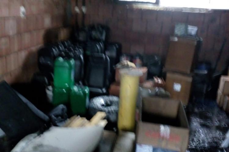 CLUJ: Incendiu la o magazie plină cu sute de litri de ulei auto FOTO