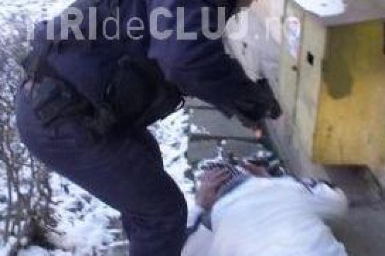 Mascatii de la Politia de Frontiera i-au pus pistolul la cap unui jurnalist de la Antena1, care le filma abuzurile! VIDEO