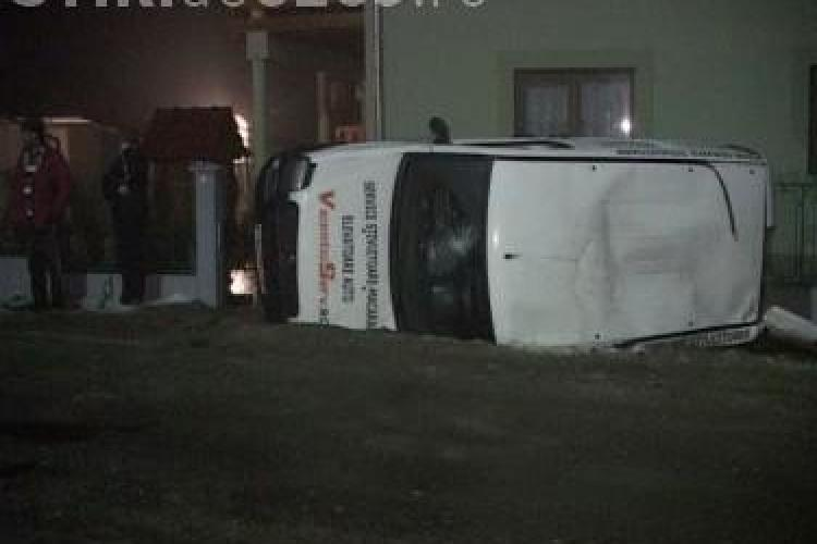 Accident la Nires, langa Dej! O autoutilitara a intrat in gardul unei case - FOTO