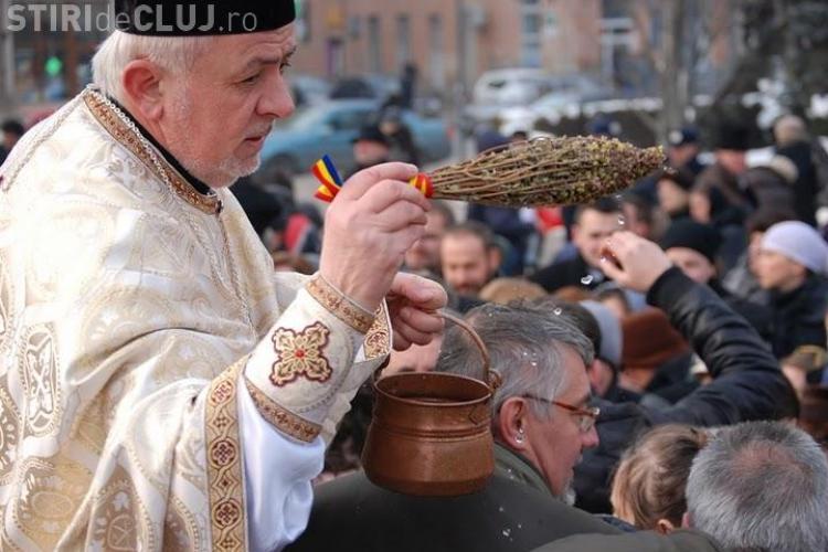 Zeci de clujeni au asistat la slujba de Boboteaza de la Catedrala Mitropolitana din Cluj - VEZI Galerie FOTO