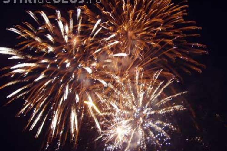 Focuri de artificii in Piata Avram Iancu, in noaptea de Revelion