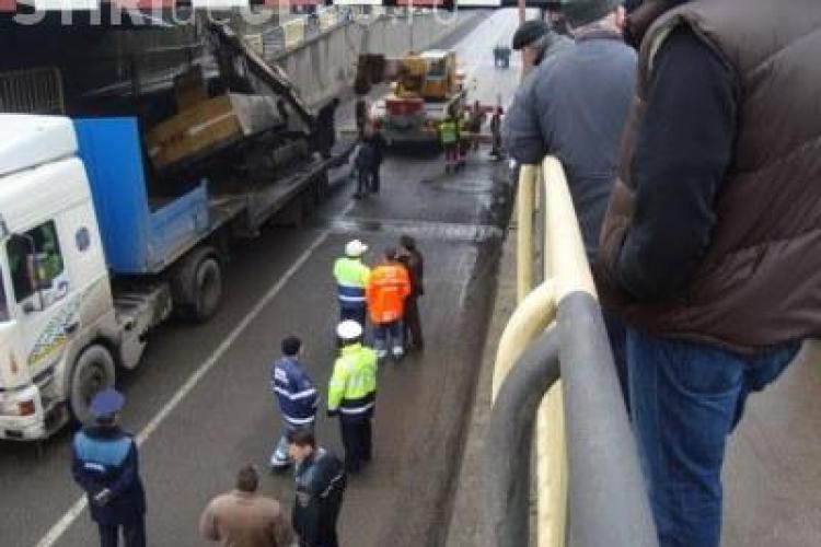 Accidentul de la pasajul din Campia Turzii s-ar fi produs din vina soferului si a mecanicului din excavator - VEZI VIDEO si explicatiile