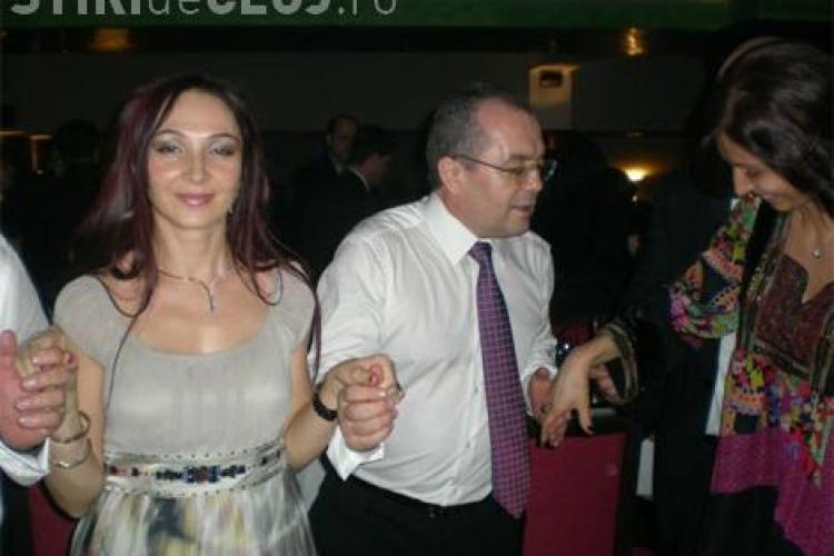 Boc si Basescu s-au distrat de Revelion! Au dansat alaturi de Nico, care a intretinut petrecerea - Vezi FOTO