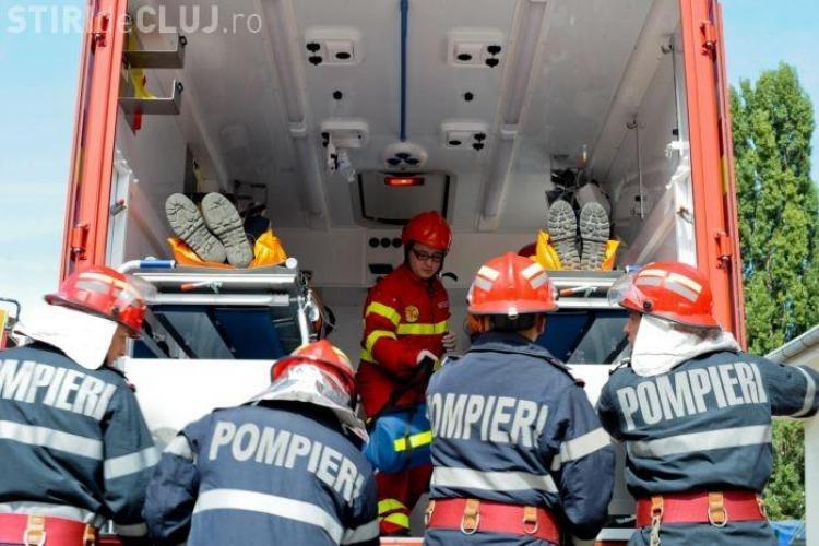 Un chiosc de ziare din Turda a luat foc! Un barbat a fost ars pe fata si maini si sotia si fiica lui au suferit un atac de panica