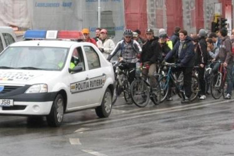 Biciclistii din Cluj au colindat de Craciun printr-un mars
