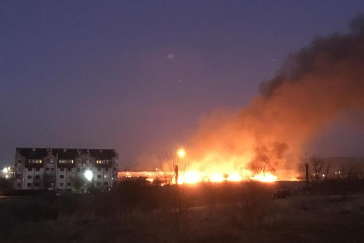 Imagini impresionante cu incendiul de la Băile Someșeni - VIDEO