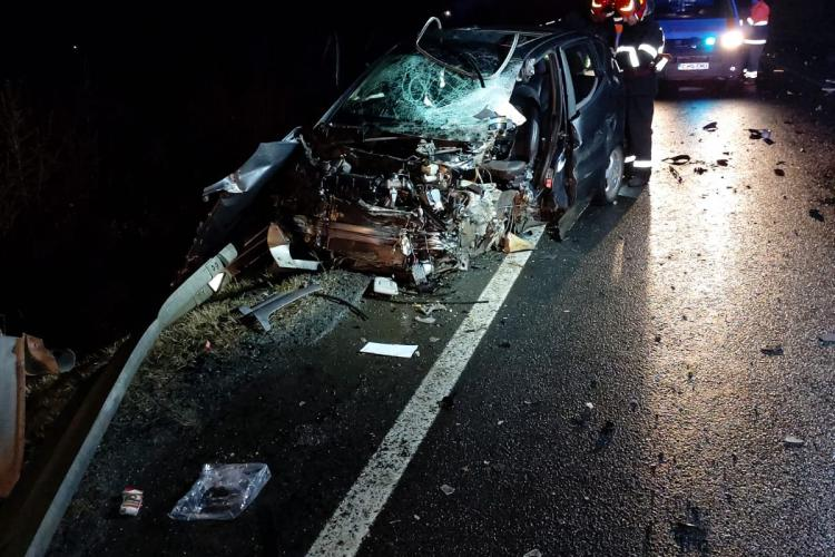 Accident grav la Huedin. A intrat frontal într-un TIR - FOTO