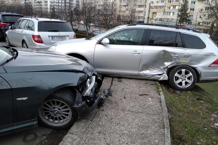 Accident rutier pe strada Fântânele! Un șofer a lovit trei mașini parcate - FOTO