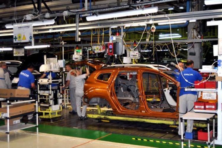 Dacia oprește producția din cauza coronavirusului