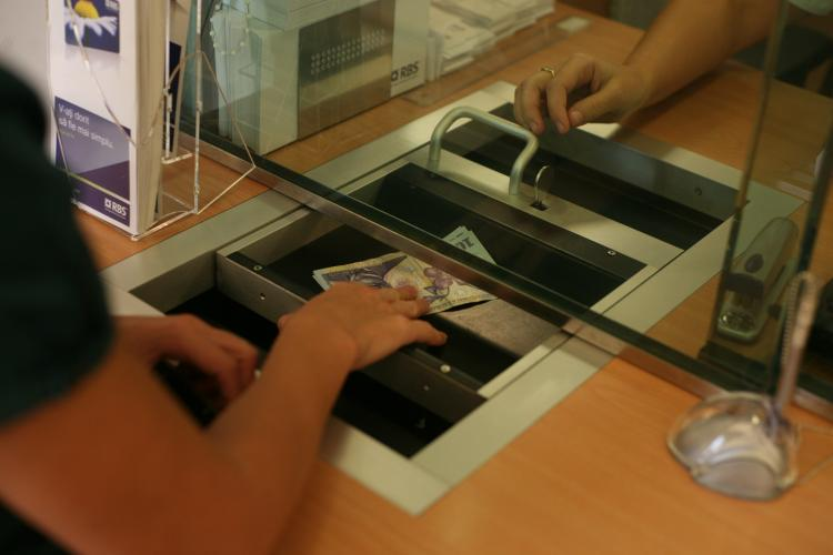 O bancă din România sistează plata ratelor pentru 30 de zile