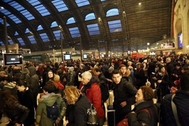 Imagini cu italienii din Milano care fug în SUD sau alte țări, cu trenul, înainte de închiderea orașului - VIDEO