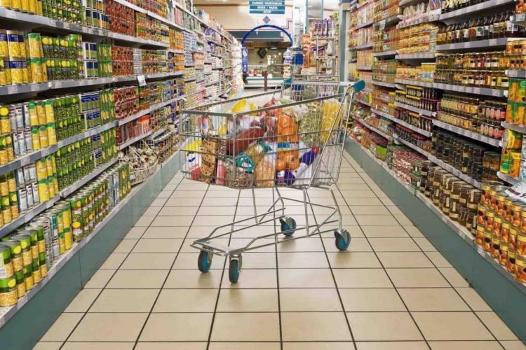Marile magazine au stocuri suficiente de alimente şi dezinfectanţii