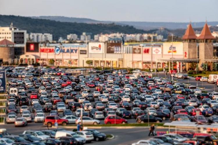 Iulius Mall și Vivo limitează numărul de clienți pe fondul epidemiei de coronavirus - VIDEO