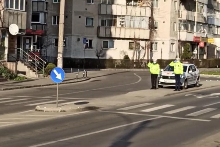 Polițiștii aflați la datorie aplaudați de clujeni în Mănăstur VIDEO