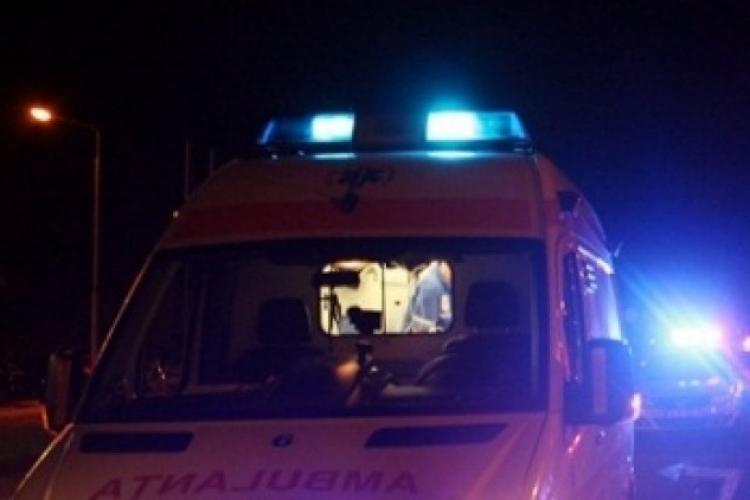 Incident în trafic la Dej! Un bărbat cu probleme medicale a fost transportat de urgență la spital