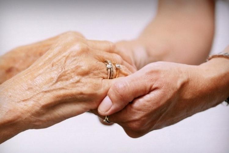 Clujenii vârstnici pot apela la VĂ AJUTĂM DIN CLUJ pentru a alimente și medicamente
