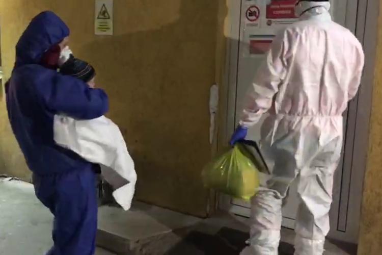 Mamă cu un copil aduși la Infecțioase. Reveniseră din Spania -VIDEO