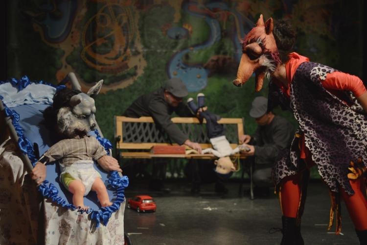 """Teatrul de Păpuși """"Puck"""" transmite pe YouTube spectacole pentru copiii nevoiți să stea acasă"""