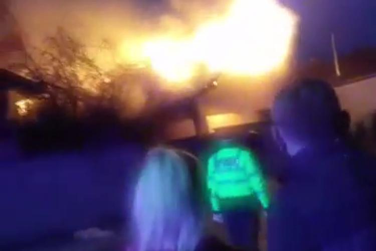 Incendiu grav în Luna de Sus. O casă a ars ca o torță - VIDEO