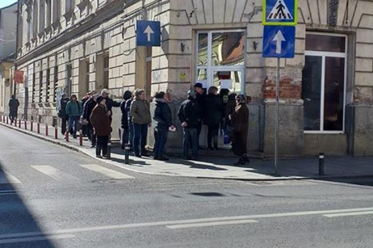 La Electrica Cluj e coadă la plata facturilor! - FOTO