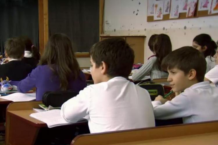 Ministerul Educației susține că nu este motiv pentru închiderea școlilor: Sunt patru elevi diagnosticați