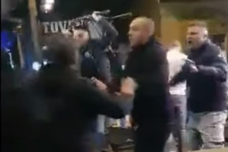 """""""Studenții"""" din Galeria U Cluj s-au bătut cu studenții pe Piezișă, în Hașdeu! Barul Solas, teatru de război - VIDEO"""